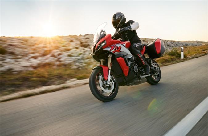 bmw motorrad s 1000 xr 2020: tang cong suat, giam can nang hinh 1
