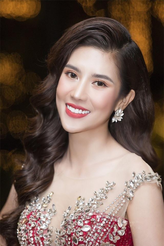 Hoa hậu Dương Yến Nhung ngượng đỏ mặt vì đọc nhầm tên người đoạt giải thành từ nhạy cảm - 3