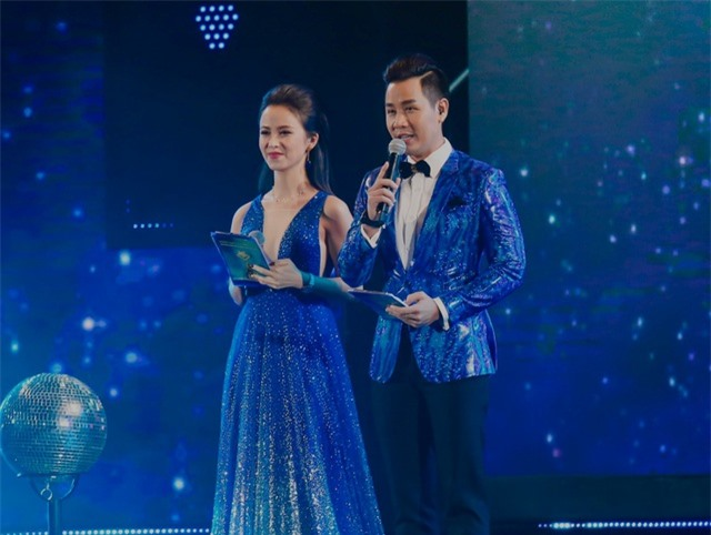 Hoa hậu Dương Yến Nhung ngượng đỏ mặt vì đọc nhầm tên người đoạt giải thành từ nhạy cảm - 4