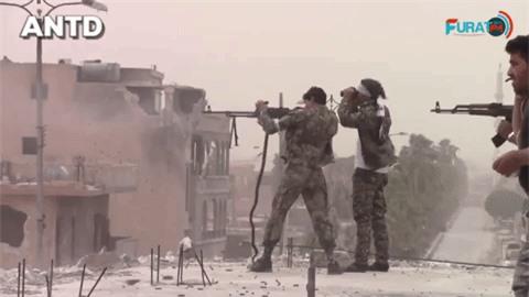 Quan doi Syria manh tay khi dua loat sung may PK cua Nga vao chien truong Idlib-Hinh-16