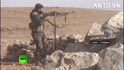Quan doi Syria manh tay khi dua loat sung may PK cua Nga vao chien truong Idlib-Hinh-17