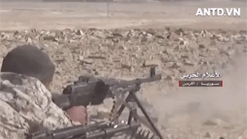 Quan doi Syria manh tay khi dua loat sung may PK cua Nga vao chien truong Idlib-Hinh-2