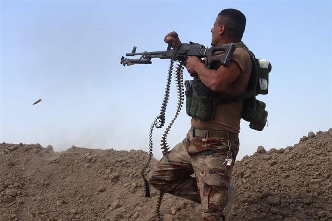 Quan doi Syria manh tay khi dua loat sung may PK cua Nga vao chien truong Idlib-Hinh-23