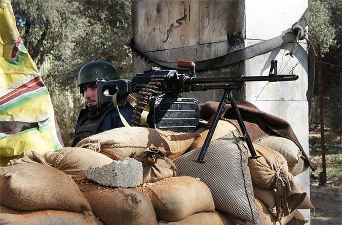 Quan doi Syria manh tay khi dua loat sung may PK cua Nga vao chien truong Idlib-Hinh-7