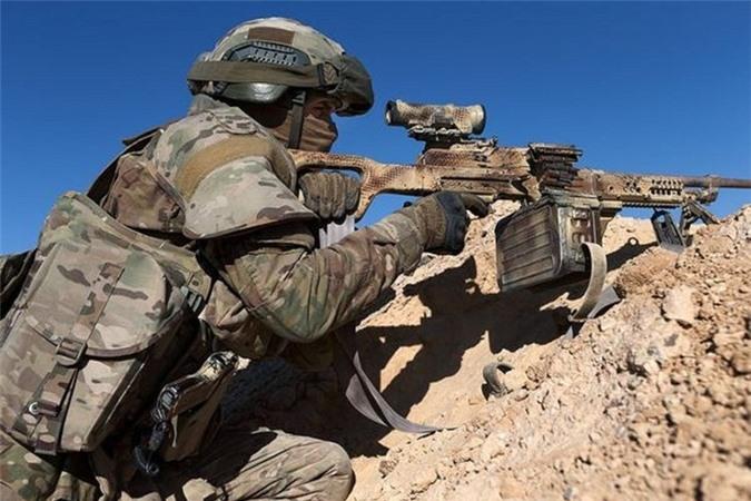Quan doi Syria manh tay khi dua loat sung may PK cua Nga vao chien truong Idlib-Hinh-8