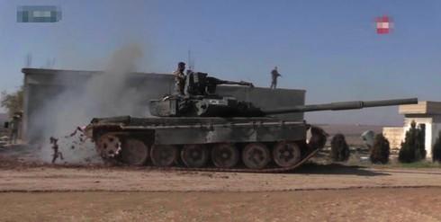 """Quân Chính phủ Syria vừa tiến hành trận """"đại chiến"""" xe tăng quy mô lớn nhất trong cuộc nội chiến Syria. Nguồn: Sohu."""