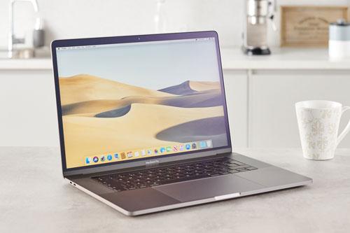 Laptop có hiệu năng và thời lượng pin tốt nhất: MacBook Pro 2019 (giá khởi điểm: 2.019 USD).