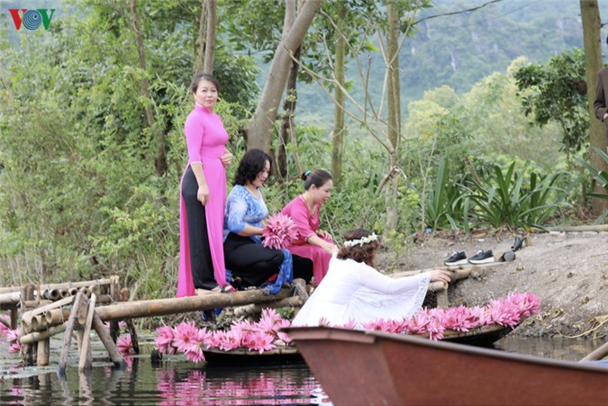 hoa sung chua huong van dep nao long trong gia lanh mua dong hinh 9