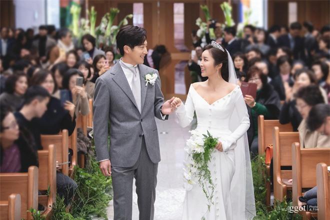 Knet rầm rộ khen Kim Tae Hee - Bi Rain đẹp lấn át cả em trai và cô dâu nhưng lại không quên khẩu nghiệp - Ảnh 1.