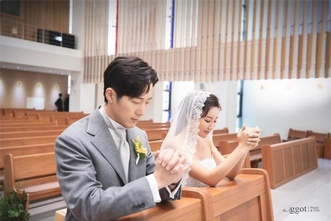 Knet rầm rộ khen Kim Tae Hee - Bi Rain đẹp lấn át cả em trai và cô dâu nhưng lại không quên khẩu nghiệp - Ảnh 2.