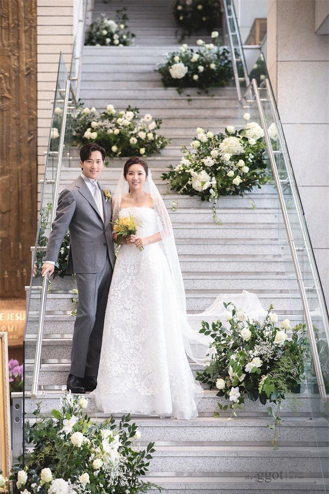 Knet rầm rộ khen Kim Tae Hee - Bi Rain đẹp lấn át cả em trai và cô dâu nhưng lại không quên khẩu nghiệp - Ảnh 3.