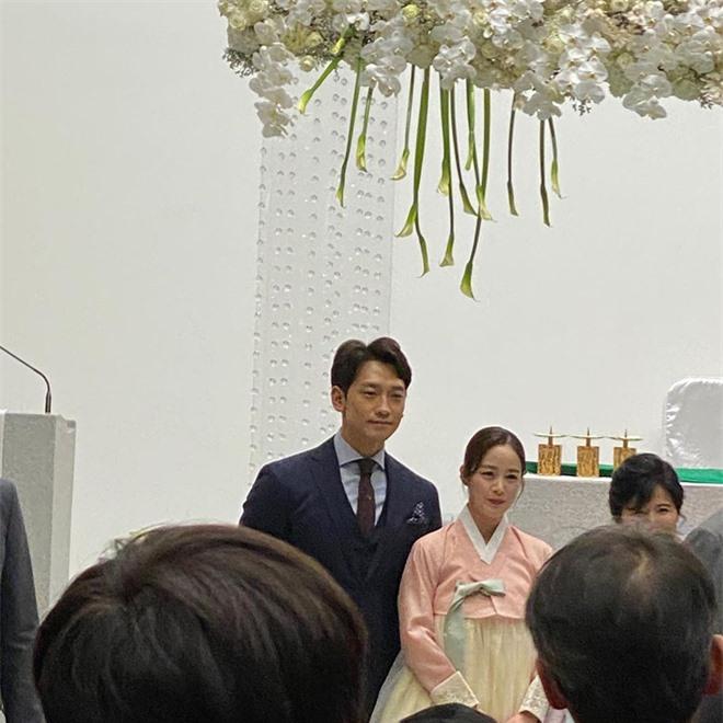 Knet rầm rộ khen Kim Tae Hee - Bi Rain đẹp lấn át cả em trai và cô dâu nhưng lại không quên khẩu nghiệp - Ảnh 4.