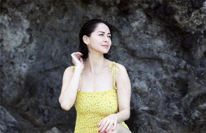 Mỹ nhân đẹp nhất Philippines diện bikini khoe dáng bên bờ biển: Mẹ 2 con rồi mà vẫn hot, không hổ danh tường thành sắc đẹp khó thay thế! - Ảnh 2.