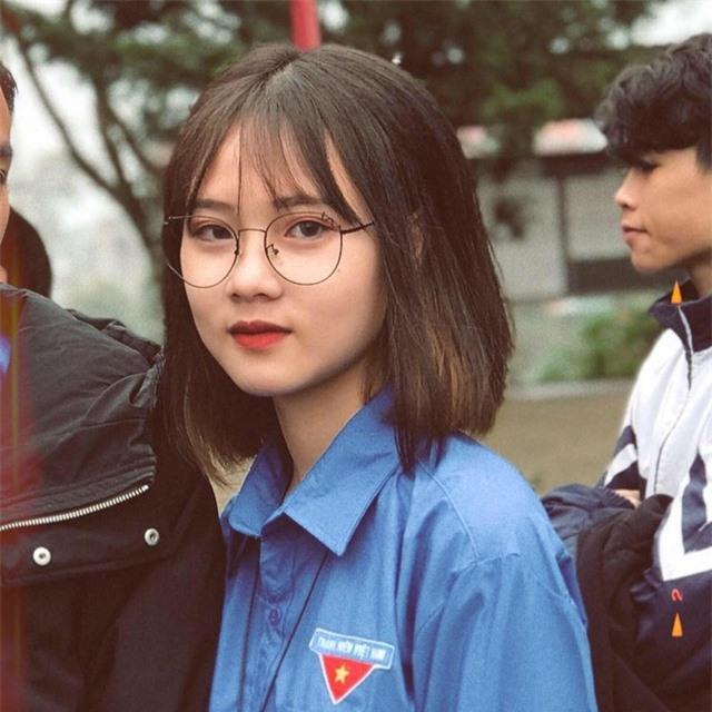 Nhan sắc cô gái 10X gây sốt trong trang phục Đoàn viên - 2