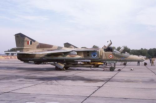 Cường kích cánh cụp cánh xòe MiG-27ML của Không quân Ấn Độ. Ảnh: Jane's Defense Weekly.