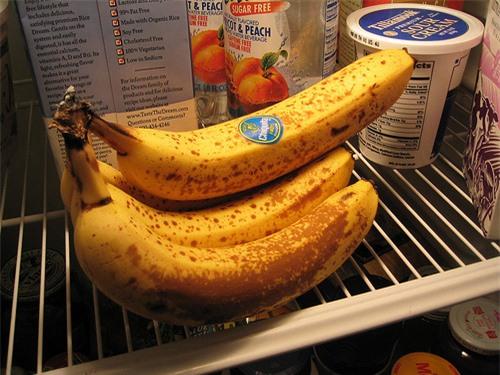 8 loại thực phẩm chớ dại bỏ vào tủ lạnh kẻo vừa nhanh hỏng vừa gây hại khôn lường - Ảnh 2.