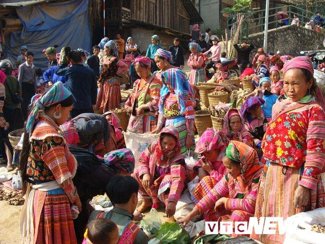 Chợ phiên ở Cốc Pài (Xín Mần, Hà Giang).