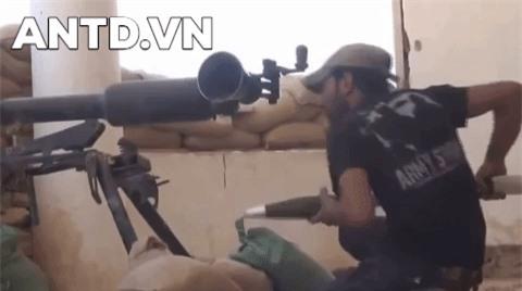 Kinh ngac binh si Syria lieu minh vac ca phao SGP-9 len vai khai hoa-Hinh-11