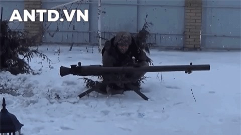 Kinh ngac binh si Syria lieu minh vac ca phao SGP-9 len vai khai hoa-Hinh-13