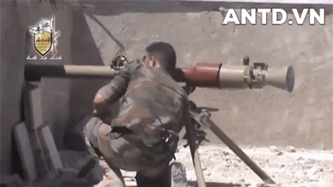 Kinh ngac binh si Syria lieu minh vac ca phao SGP-9 len vai khai hoa-Hinh-16
