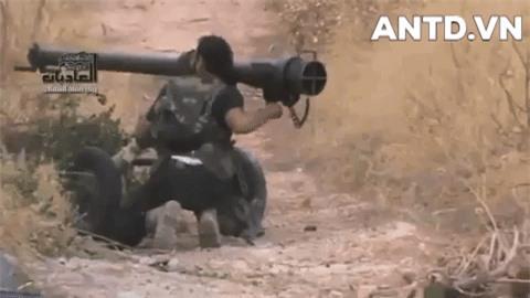 Kinh ngac binh si Syria lieu minh vac ca phao SGP-9 len vai khai hoa-Hinh-18