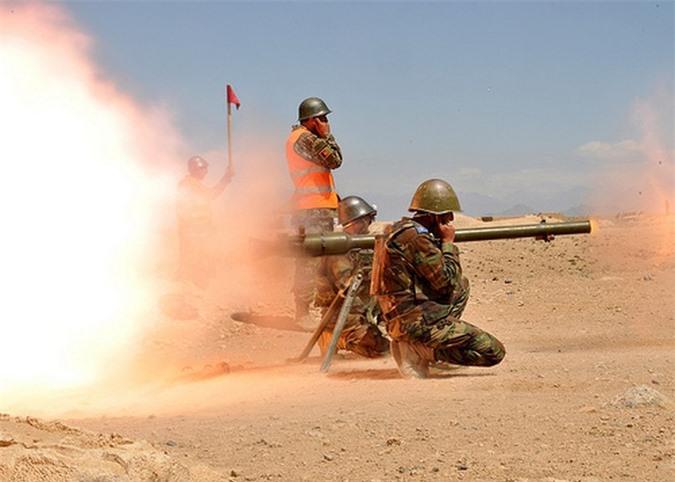 Kinh ngac binh si Syria lieu minh vac ca phao SGP-9 len vai khai hoa-Hinh-20