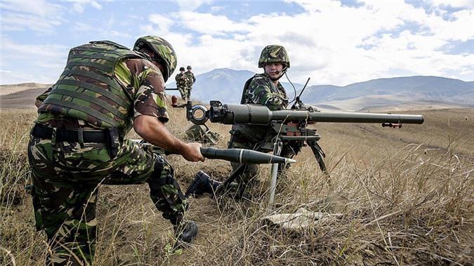 Kinh ngac binh si Syria lieu minh vac ca phao SGP-9 len vai khai hoa-Hinh-21
