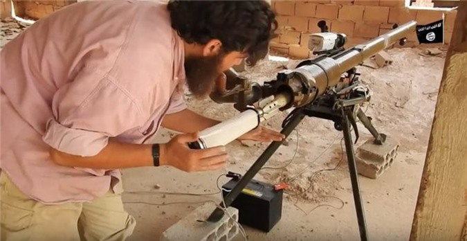 Kinh ngac binh si Syria lieu minh vac ca phao SGP-9 len vai khai hoa-Hinh-6