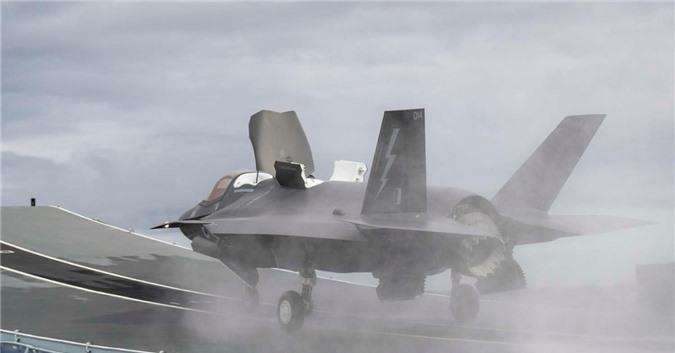 Chiem nguong tiem kich F-35B lan dau cat canh tu tau san bay 4 ty USD cua Anh-Hinh-3