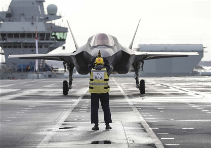 Chiem nguong tiem kich F-35B lan dau cat canh tu tau san bay 4 ty USD cua Anh-Hinh-4