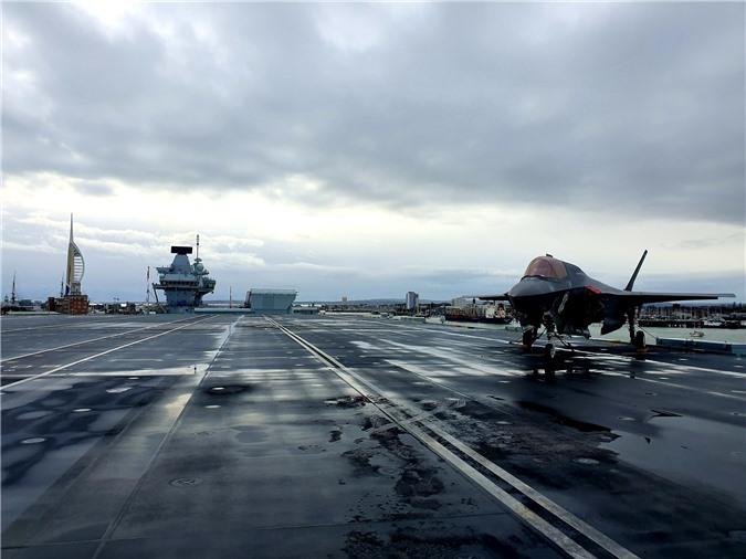 Chiem nguong tiem kich F-35B lan dau cat canh tu tau san bay 4 ty USD cua Anh-Hinh-5