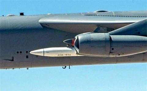 My lien tiep khoe hinh anh ten lua AGM-183A tren may bay nem bom B-52H-Hinh-6