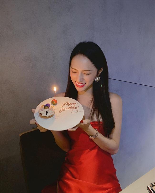 """Sau Tăng Thanh Hà, Hương Giang Idol lại khiến fan """"hoảng hốt"""" vì thân hình gầy gò, khẳng khiu mất hết vẻ sexy - Ảnh 2."""