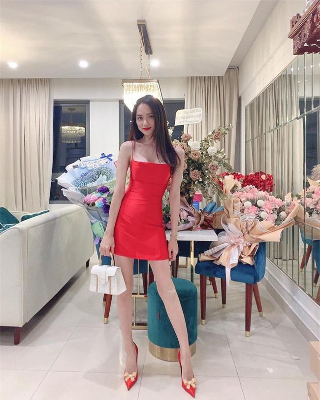 """Sau Tăng Thanh Hà, Hương Giang Idol lại khiến fan """"hoảng hốt"""" vì thân hình gầy gò, khẳng khiu mất hết vẻ sexy - Ảnh 3."""