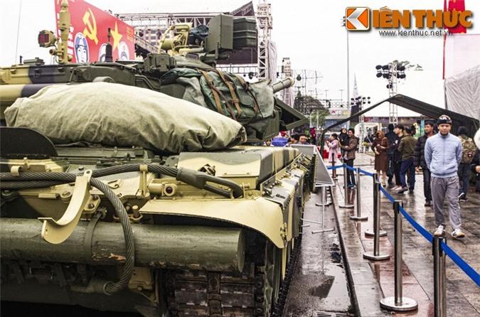 Vi sao xe tang chu luc T-90 Viet Nam lai gai mot thanh go lon phia sau?-Hinh-5