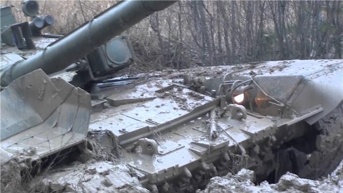 Vi sao xe tang chu luc T-90 Viet Nam lai gai mot thanh go lon phia sau?-Hinh-9