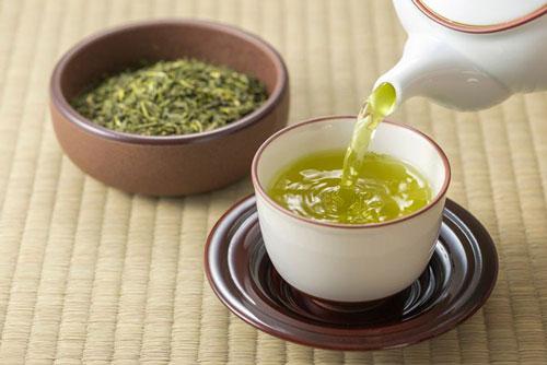 Trà xanh là một trong những loại trà hiệu quả nhất để giảm cân và chất béo trong cơ thể. Ảnh: republiclab.