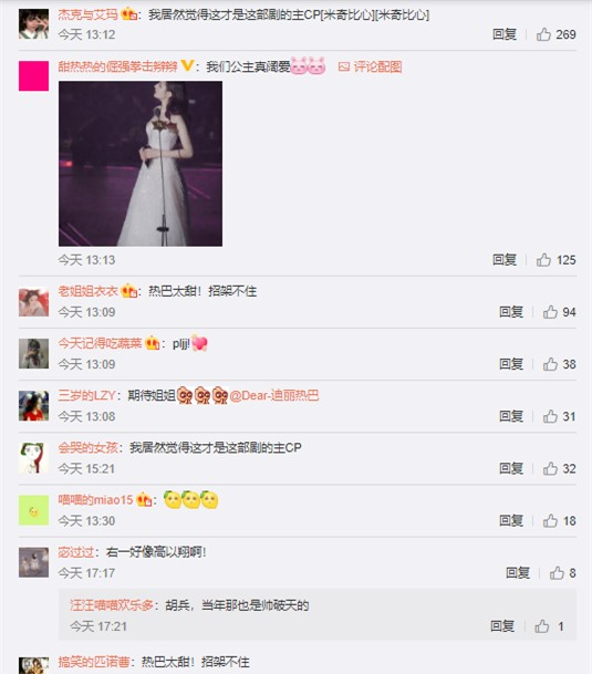 Địch Lệ Nhiệt Ba hôn má Trương Hinh Dư khiến fans bất chấp đẩy thuyền tình chị em thắm thiết - Ảnh 6.