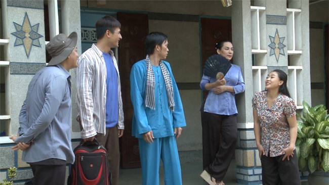 Hot nhất THVL hôm nay: Hoài Linh chính thức tái xuất sau thời gian ở ẩn, còn cưới Phi Nhung làm vợ  - Ảnh 3.