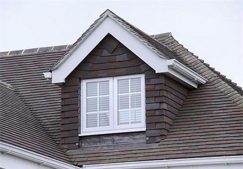 Mẫu nhà mái tam giác 2 tầng đẹp long lanh với chi phí thấp - ảnh 4