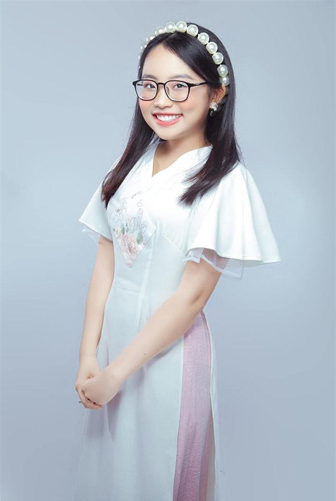 Phương Mỹ Chi xác nhận rời công ty quản lý của ba nuôi Quang Lê sau 6 năm gắn bó - Ảnh 2.