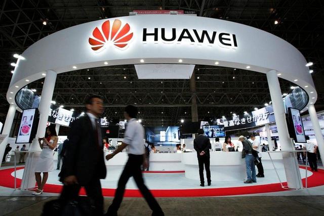 Huawei trở thành tâm điểm trong cuộc chiến công nghệ Mỹ - Trung. (Ảnh: Bloomberg)