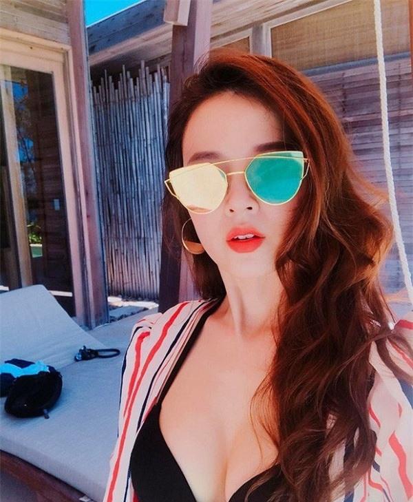 Mỹ nhân này đăng ảnh bikini như hiện tượng hiếm có khó tìm trong showbiz Việt