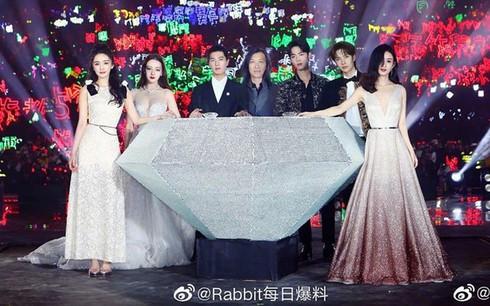Dàn mỹ nhân, nam thần hot nhất làng giải trí Hoa Ngữ đứng chung khung hình
