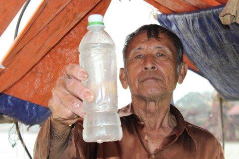 Đi lấy nước ở ngã ba Bạch Hạc.