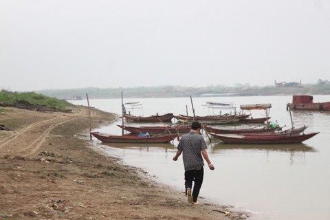 """Dịch vụ bán """"nước thiêng"""" hình thành ở Việt Trì."""