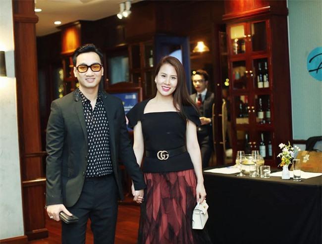 Bà xã MC Thành Trung được chồng kỷ niệm ngày yêu trên Facebook, hé lộ thời điểm quen nhau vô cùng đặc biệt - Ảnh 4.