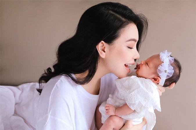 Dau chi Pham Huong, loat my nhan Viet gay ngo ngang khi bat ngo khoe con-Hinh-4