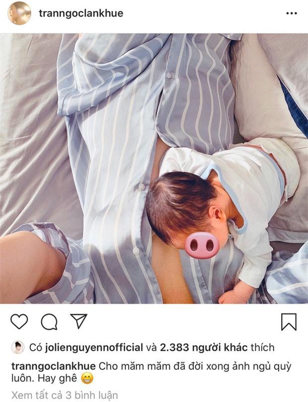 Phát sốt với bức ảnh đón năm mới nhà Lan Khuê, biểu cảm đã nói con không thích chụp hình của cậu con trai gây chú ý - Ảnh 2.