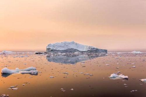 Có nhiều kiểu bắc cực. Nếu nói về chuyên môn, thì thực sự có 2 điểm được coi là cực bắc thực sự. Điểm thứ nhất là từ trường bắc cực, nó thay đổi hàng ngày tùy thuộc vào lớp vỏ Trái Đất. Điểm thứ 2 là Bắc Cực địa lý, nó được cố định ở phẩn đỉnh của Trái Đất. Cả 2 điểm này đều nằm ở Vùng Bắc Băng Dương.